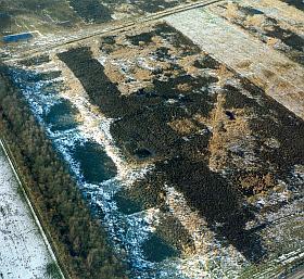 Op deze luchtfoto steken de vierkante celtic fields op het Noordse Veld bij Zeijen in Drenthe goed af tegen de sneeuw. (Foto: Paul Paris)