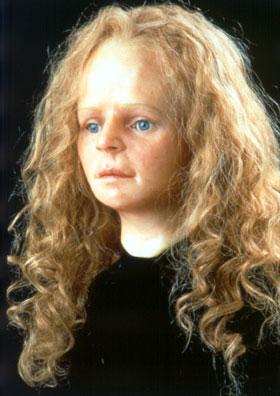 De reconstructie van het gezicht van het 'Meisje van Yde', gemaakt op basis van haar schedel. De lengte en kleur van haar haar zijn fantasie. (Reconstructie: Drents Museum)