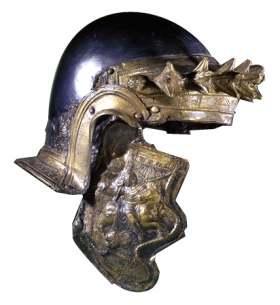 Helm van de Romeinse cavalerie. Veel legereenheden langs het Nederlandse deel van de Romeinse grens waren hulptroepen, waarvan er veel met paarden waren uitgerust. De cavalerie was fraaier uitgedost dan de voetsoldaten. (Foto: Rijksmuseum van Oudheden)